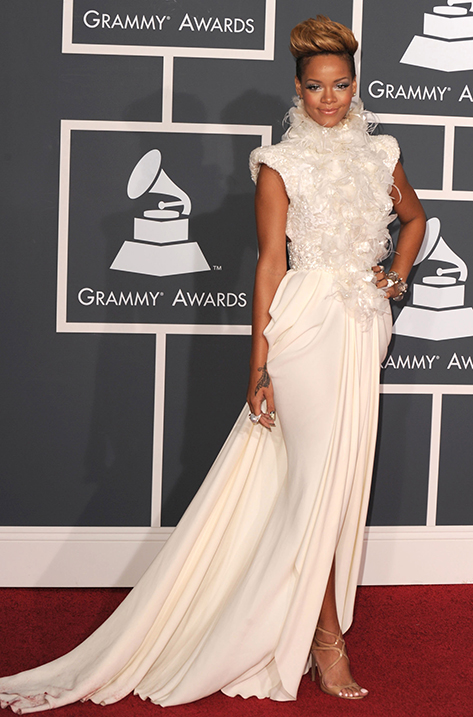 2010 Rihanna wins Grammy wearing LANCE