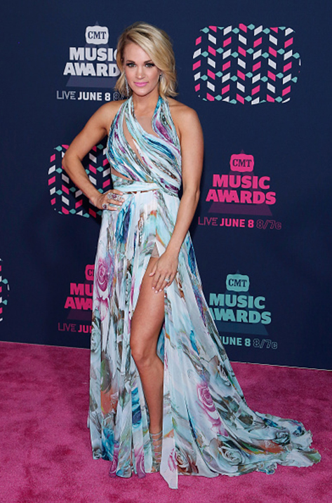 Carrie Underwood wearing REN