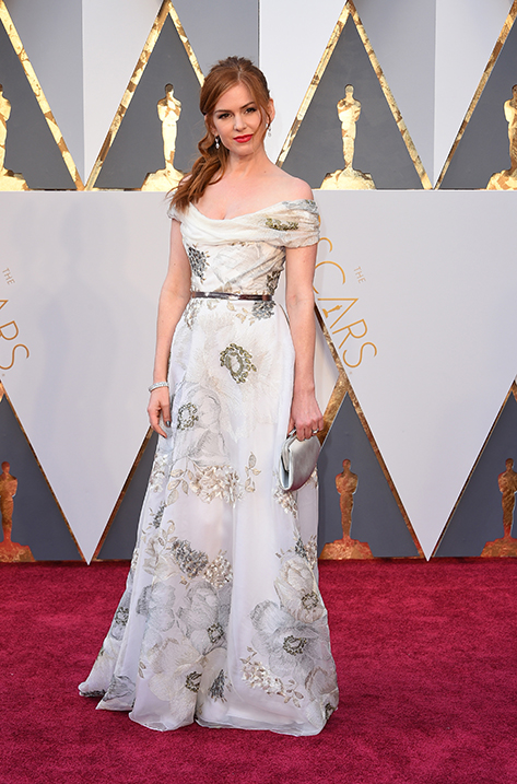 Isla Fisher wearing Pearl