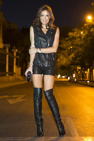 Monica wears the Giselle boot